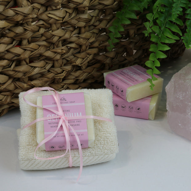 Cosy Cottage Soap 55g Geranium Soap & Cloth Set