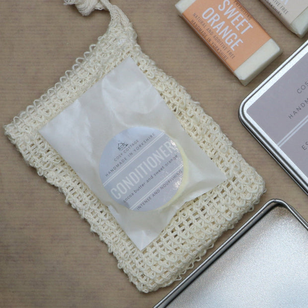 Cosy Cottage Soap Travel Tin Holiday Toiletries Conditioner & Sisal Soap Bag