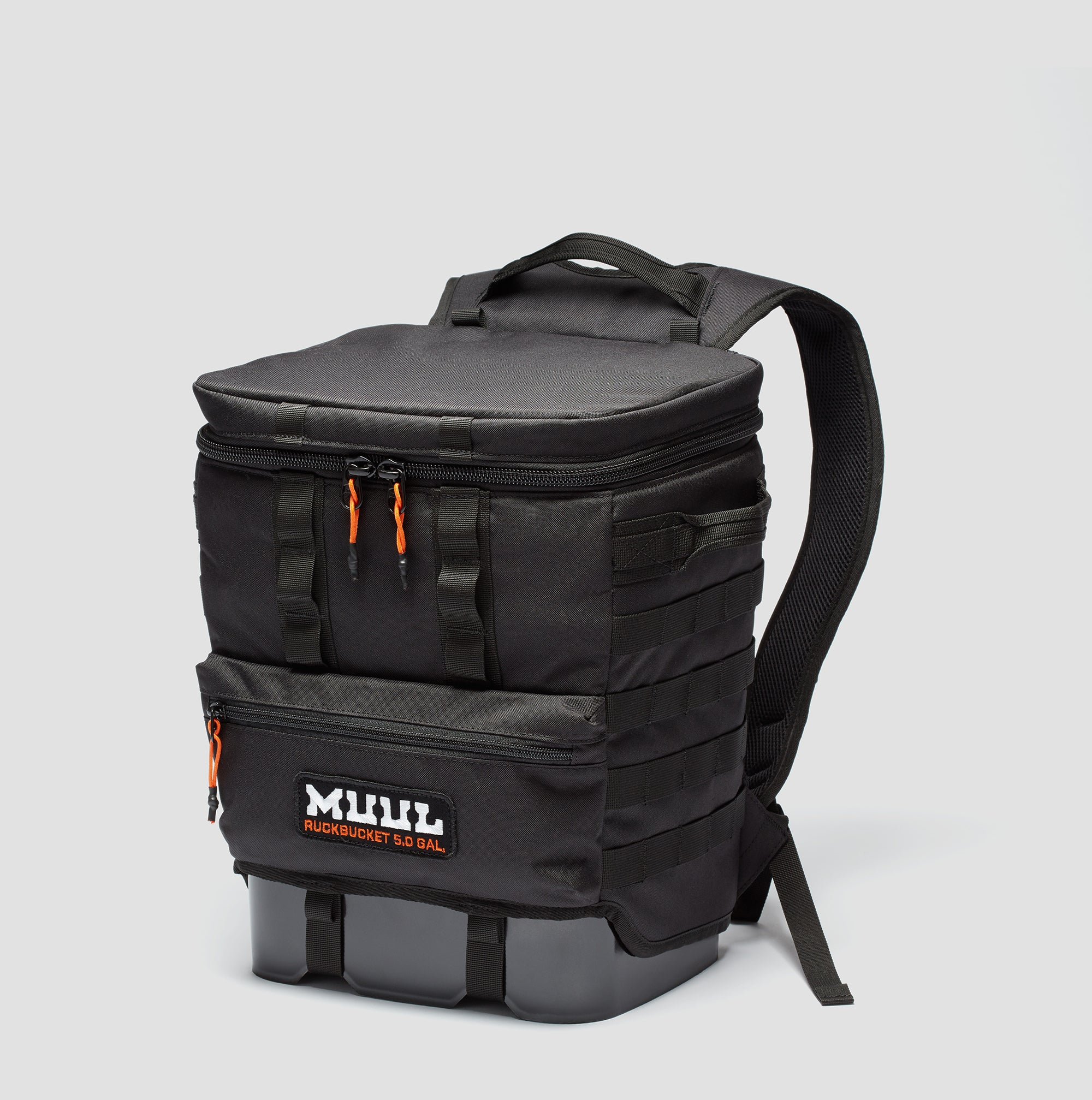 Ruckbucket by MUUL 3/4 angle black closed
