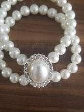 Load image into Gallery viewer, Wedding white pearls bracelet