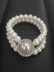 Wedding white pearls bracelet