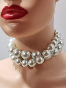 Bridal chunky pearls necklace