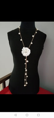 Necklace camellia white