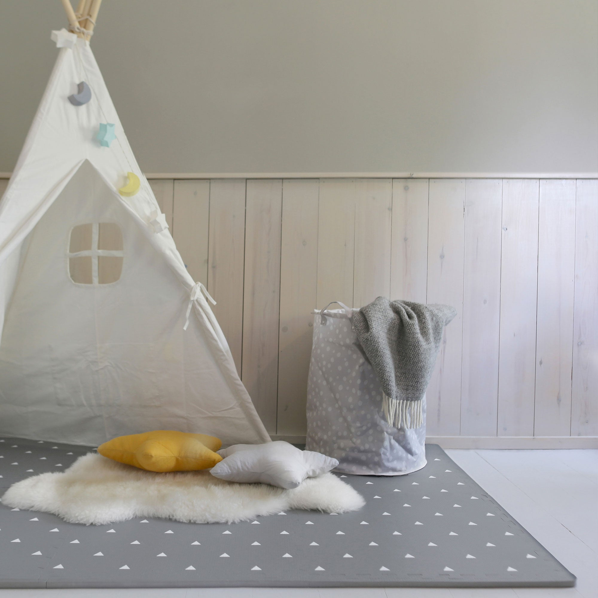Triangle Playmat Set in Grey