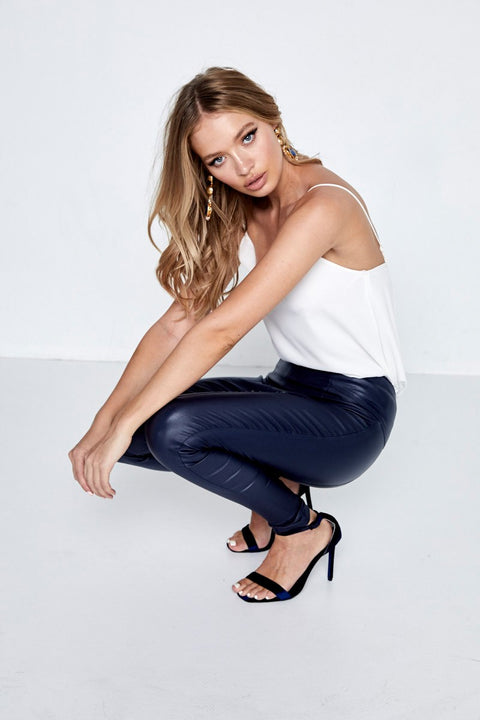The Legs For Days Pant Navy