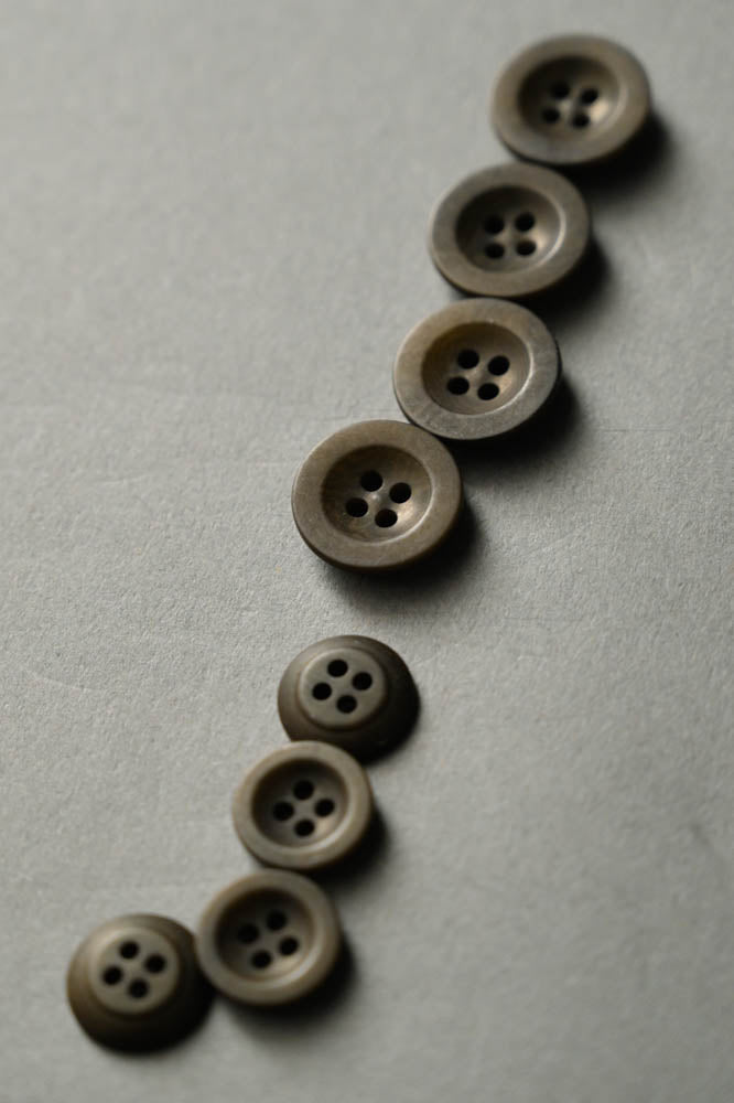 Merchant & Mills COROZO BUTTON 18 mm - Khaki - Beautiful Knitters