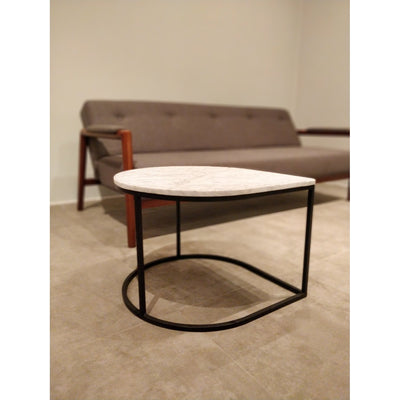 Teardrop table in Marble with black metal frame