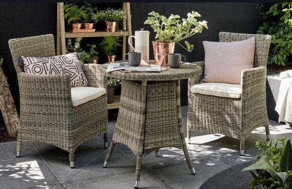 How to add wicker accessories to your home