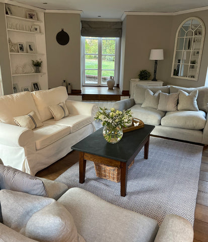 coastal theme mixed with country cottage interior decor