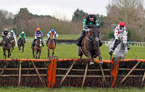 Strong Glance leading over the jumps