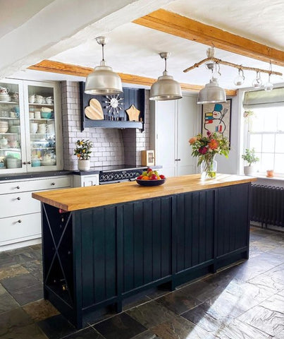 nice kitchen with a country feel
