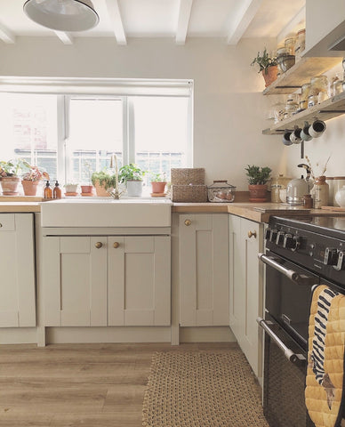 country cottage kitchen with Belfast sink