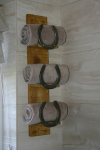 Wooden Bathroom Towel Storage Holder with Horseshoes