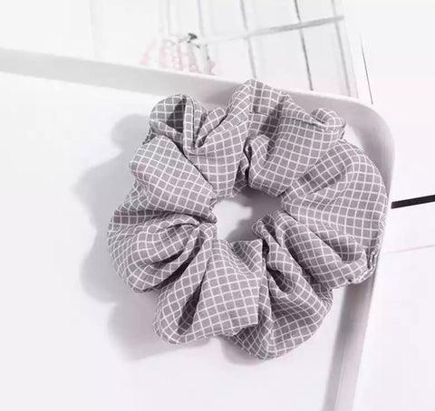 Checked Scrunchie - Pale Grey & White