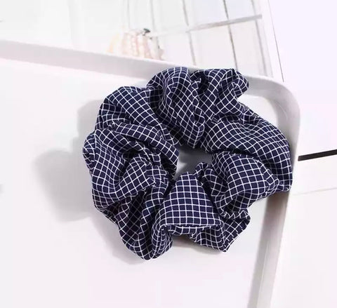 Checked Scrunchie - Navy & White