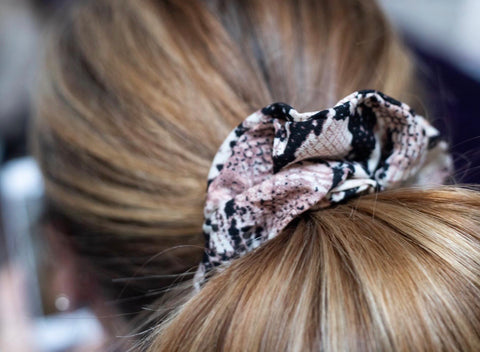 Snake-Print Hair Scrunchie - Pink