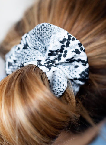 Snake-Print Hair Scrunchie - Grey