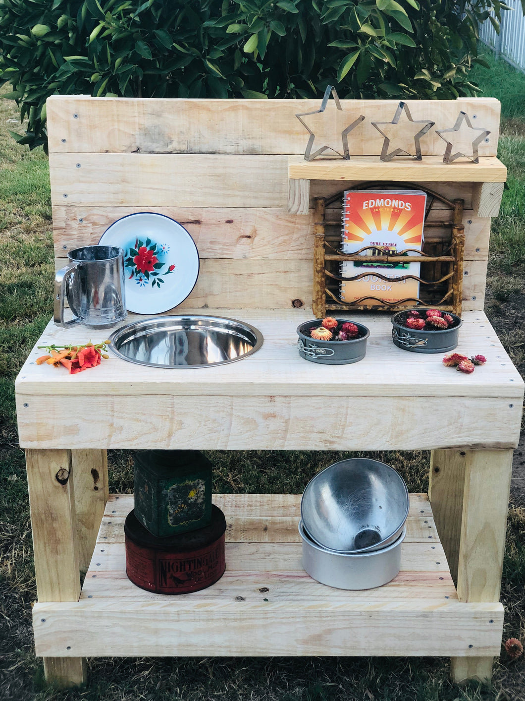 Little Hipster Kitchens Eddie Mud Kitchen