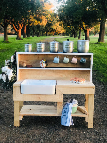 Queen Hutch Mud Kitchen