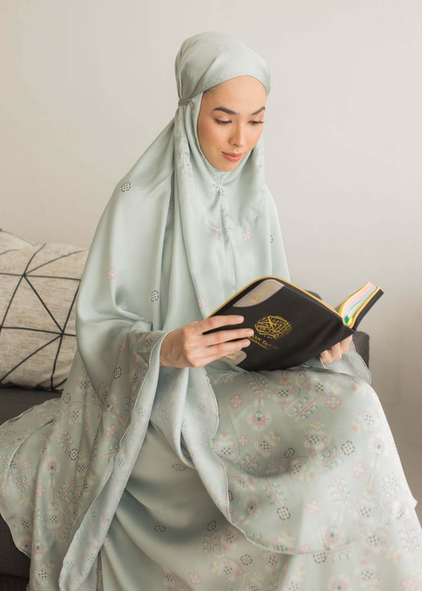 Saira Prayer Set Sage Green