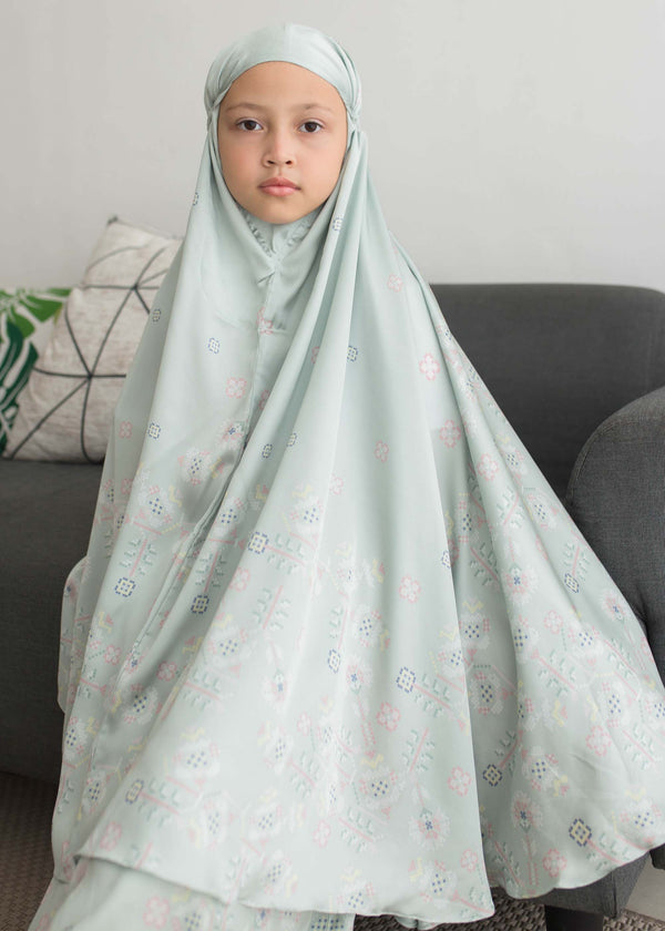 Saiza Prayer Set Sage Green