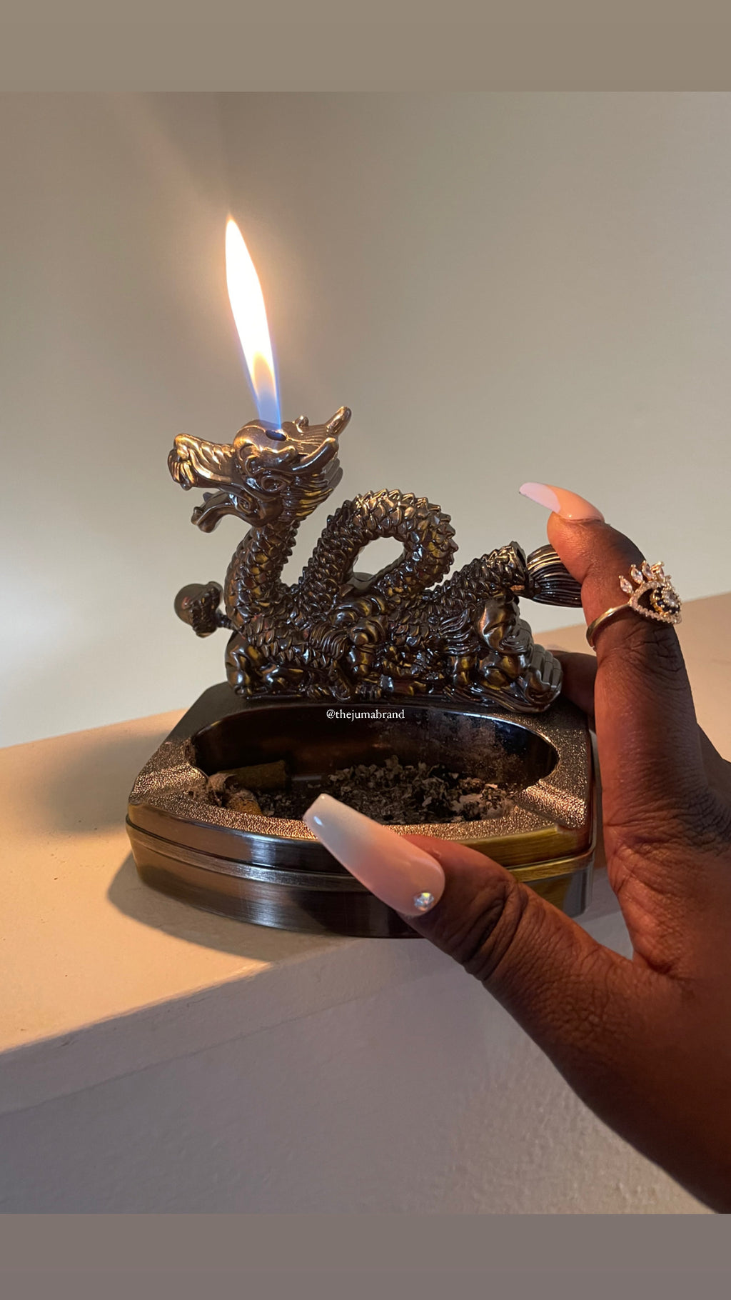 Vintage style Mounted Ashtray Lighter (Dragon-Lion)