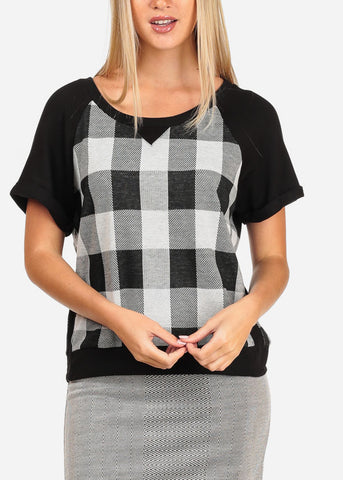 Image of Women's Junior Casual Short Sleeve Scoop Neck Black And White Plaid Print Casual Top