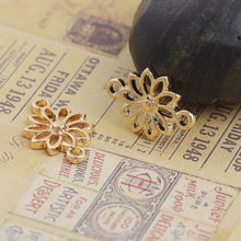 Load image into Gallery viewer, 3 pcs - Gold Daisy Flower Connector