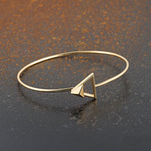 Load image into Gallery viewer, Pyramid Clasp Bangle