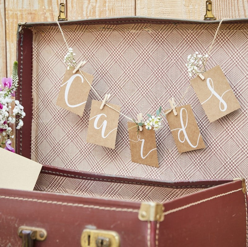 Ginger Ray 'Cards Bunting and Pegs Kit'