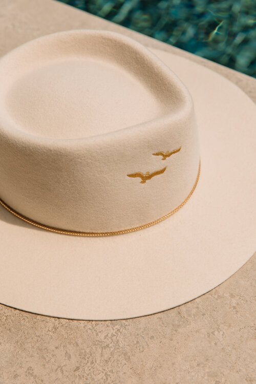 Le Gaia Off White Hat