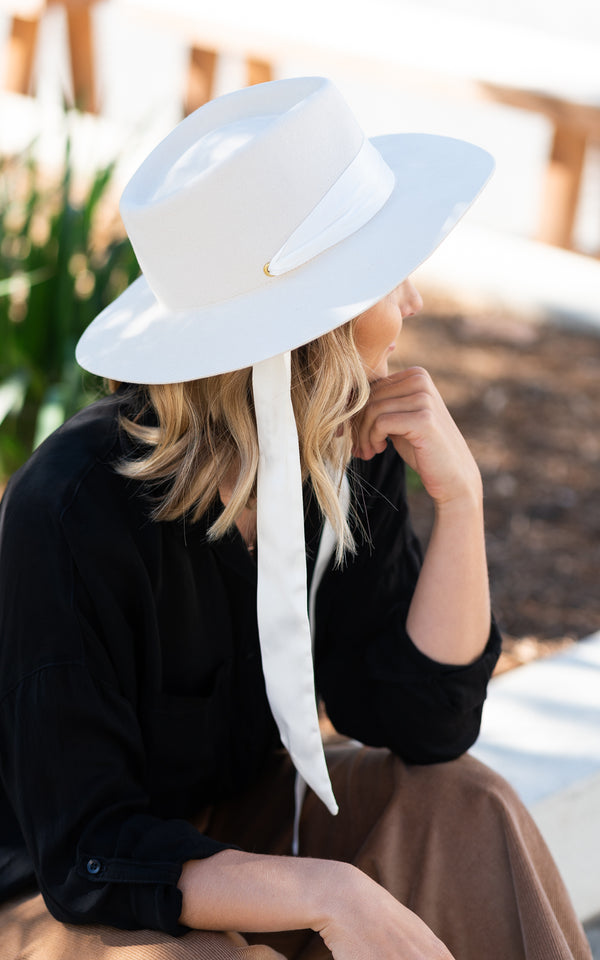 Reine Hat Off White