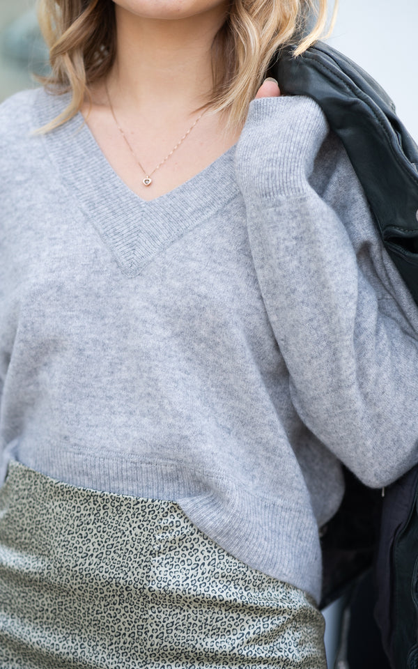Deep V-neck Cropped Pullover