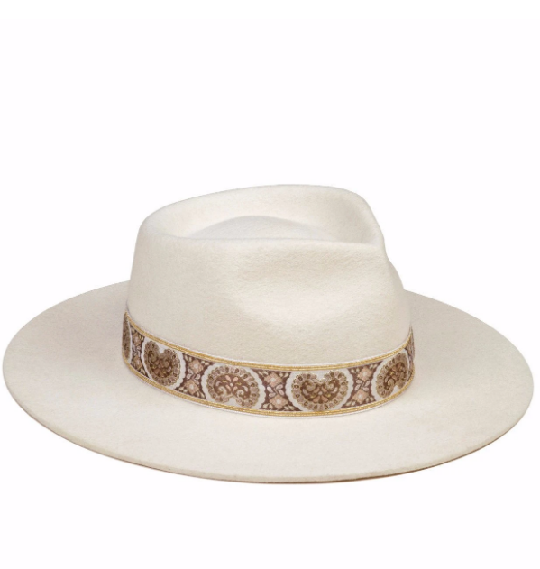 The Beverly hat in white ivory by Lack of color
