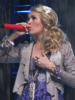 Celebrity Carrie Underwood wearing HairFlowers