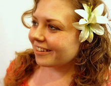 Load image into Gallery viewer, Ivory Lily Flower Hair Clip