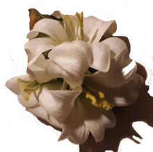 Load image into Gallery viewer, Triple Ivory Lily Hair Flower Clip