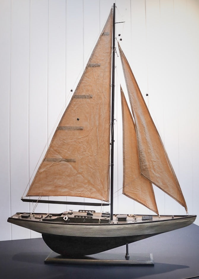 ANTIQUE STYLE SAIL YACHT