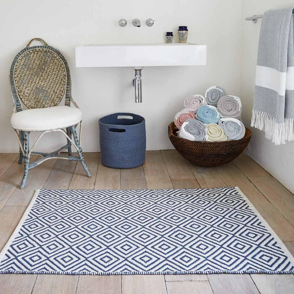 WEAVER GREEN NAVY OSLO FLOOR RUG