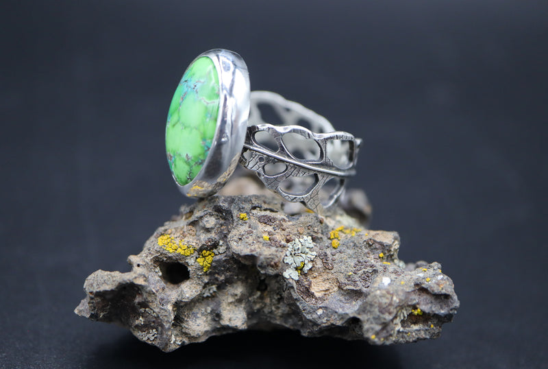 A side view of the faustite turquoise ring with the monstera obliqua ring band.