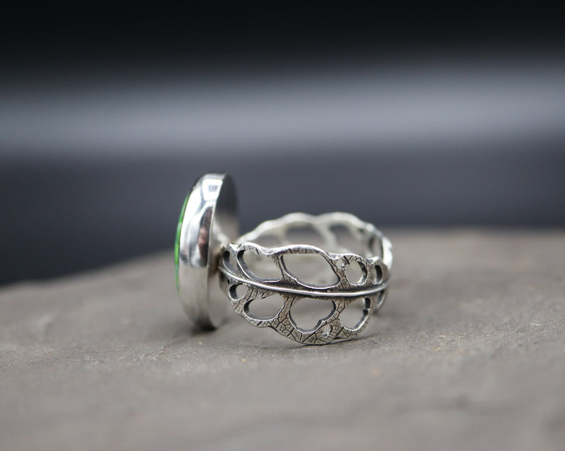 The other side view of the monstera obliqua ring band featuring a vintage faustite turquoise stone.