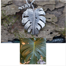 Load image into Gallery viewer, Monstera Deliciosa Necklace
