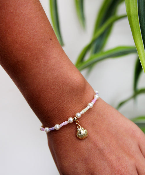 Pastel & Pearl Bracelet With Golden Shell charm