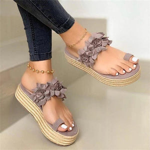Stylish Floral Toe-Ring High Platform Non-Slip Beach Slippers