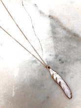 "Load image into Gallery viewer, 15"" Choker Feather Shell Necklace"