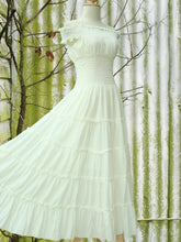 Load image into Gallery viewer, Summer Wedding Dress Bridal Beach Wedding Dress - Ivory