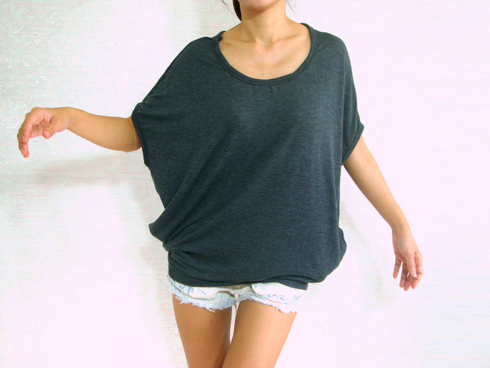Women Gray Baggy T Shirt Scoop Neck Oversized Top with Pockets