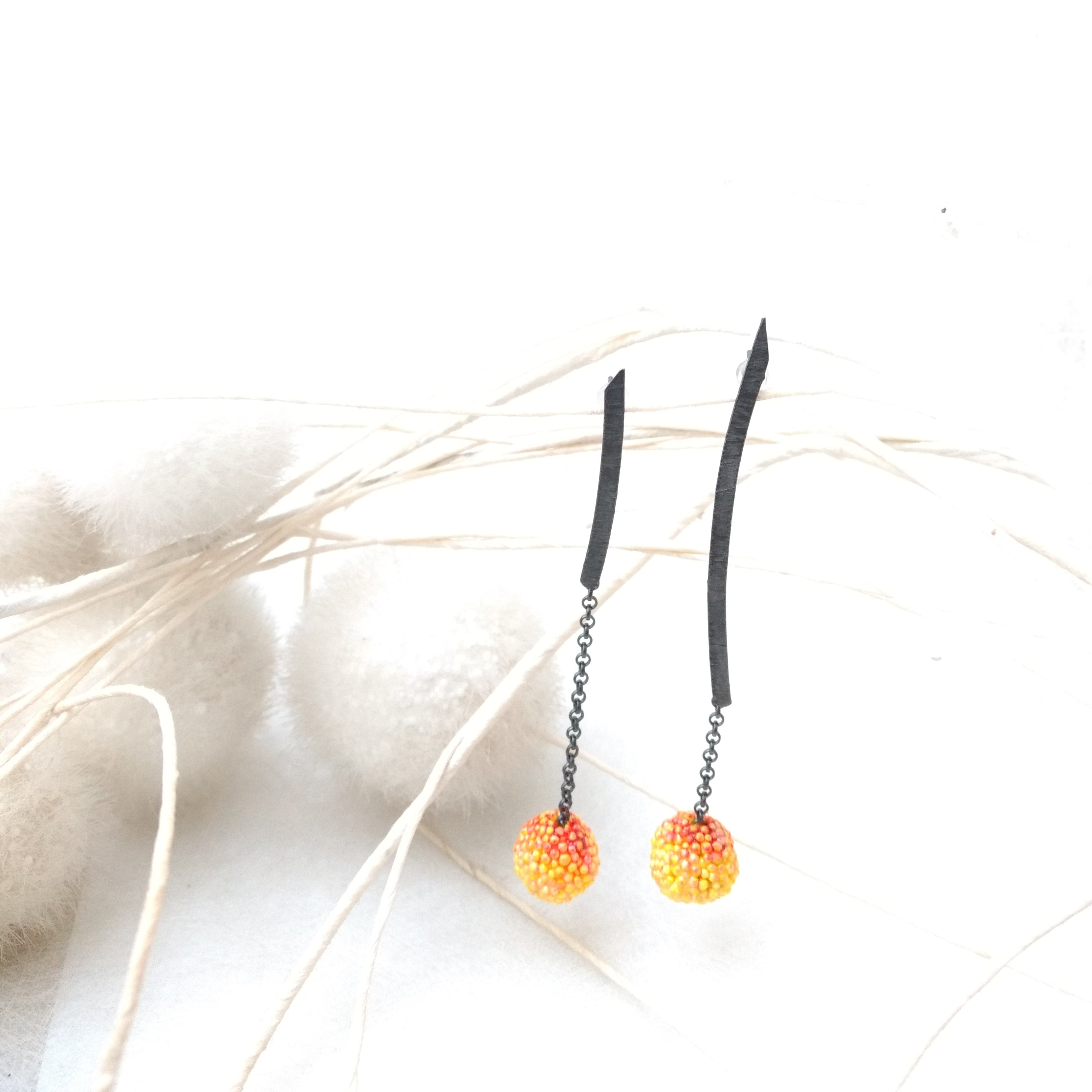 Long earrings with chain and two-tone bead - Unique pieces