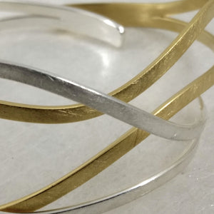 OnDaS - open wavy Sterling Silver bangle in 2 finishes