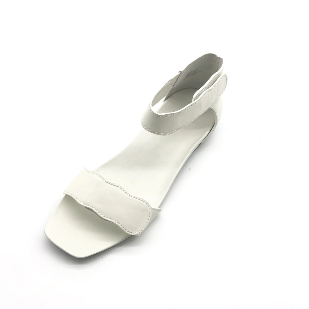 Light-weight White leather sandals with adjustable strapes and arch support. Bio-contoured footbed, wide feet friendly